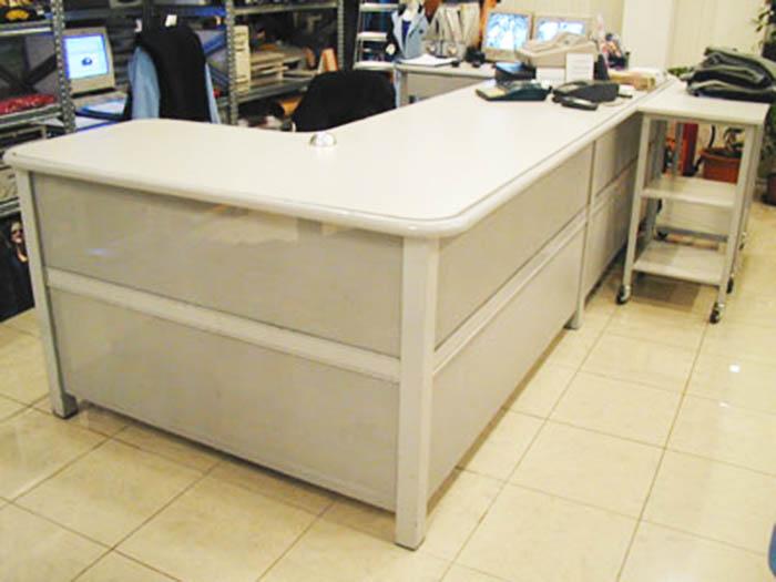 Produzione vendita banchi cassa e banchi vendita per negozi