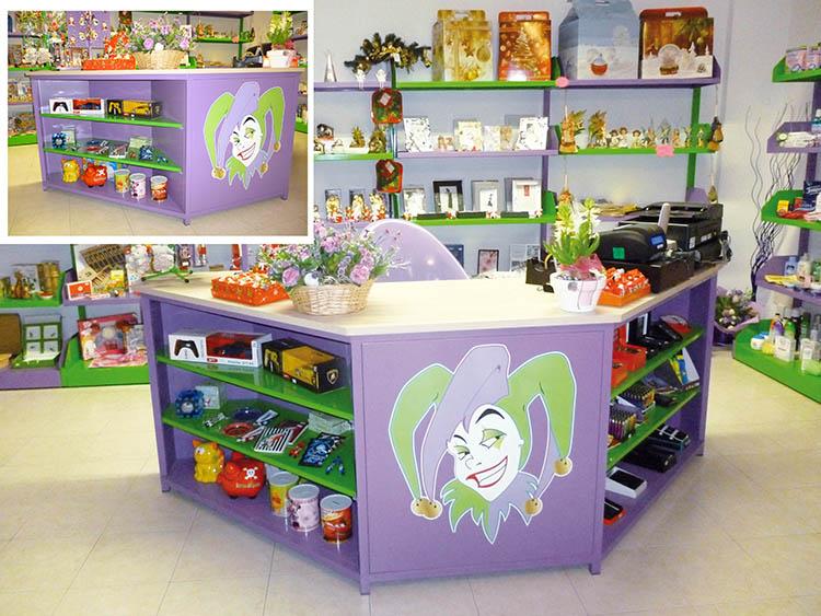 Produzione vendita banchi cassa e banchi vendita per negozi for Arredamento basso costo