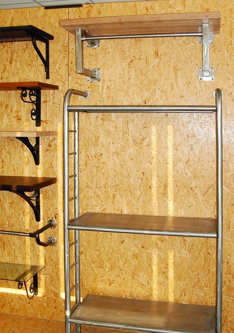 Produzione scaffali e scaffalature per arredamento locali for Arredamenti per locali commerciali
