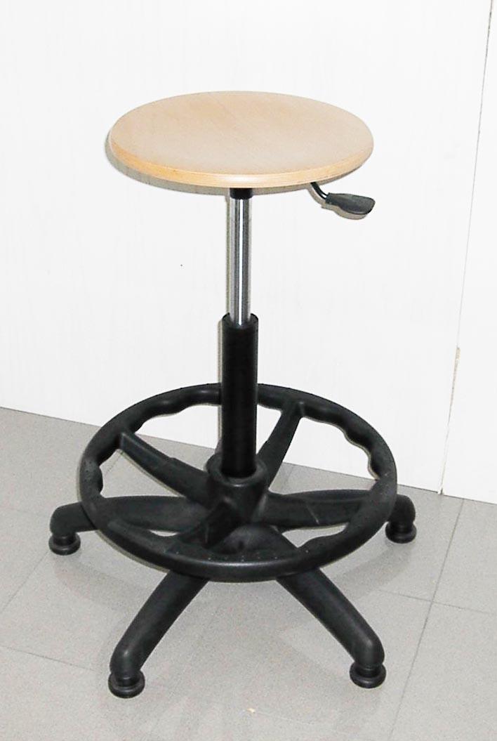 fornitura sedie e sgabelli per arredamento negozi e spacci