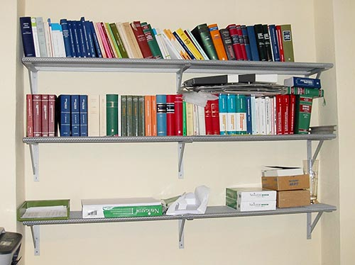 Produzione e vendita scaffalature per negozi scaffali - Scaffali a parete ...