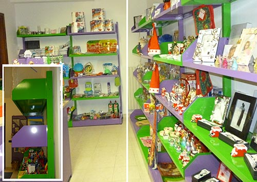 Produzione e vendita scaffalature per negozi scaffali for Arredo negozi torino