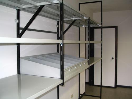 Scaffale per garage idee di design per la casa for Scaffalature ikea