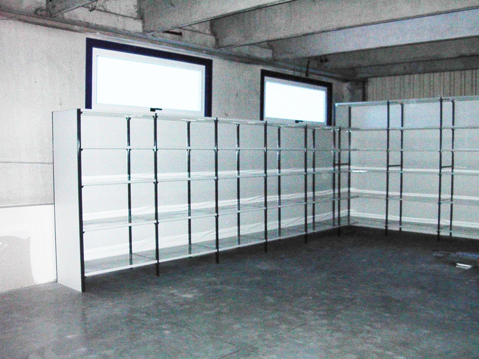 Produttore scaffali modulari componibili per garage e box for Piani di garage con lo spazio del negozio
