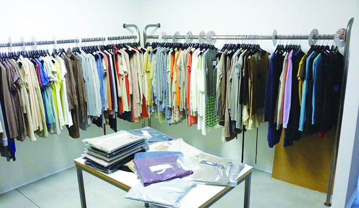 Porta Abiti Per Cabina Armadio : Dm produzione vendita stender a muro per negozi e magazzini di