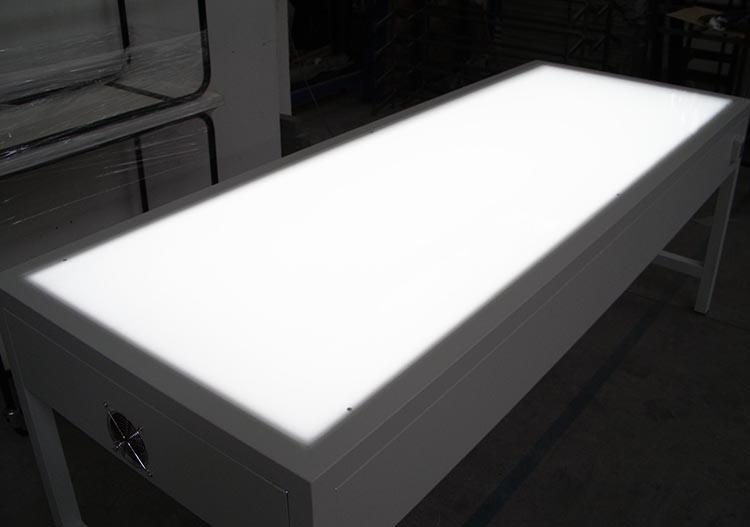 Dm produzione tavoli da lavoro retroilluminati per ingegneria disegno tessile abbigliamento - Tavolo luminoso per disegno ...
