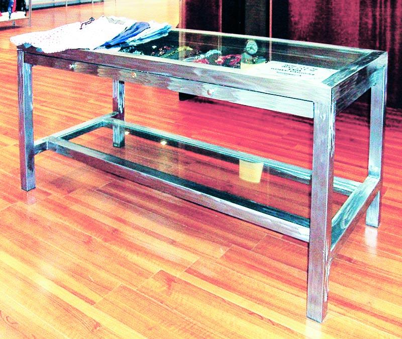 Ripiano In Vetro Per Tavolo.Arredamento Aziendale Produzione Tavoli Da Lavoro Con Ripiano In