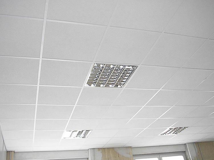Plafoniere Per Controsoffitti Fibra Minerale : Realizzazione montaggio controsoffitti per uffici negozi e locali
